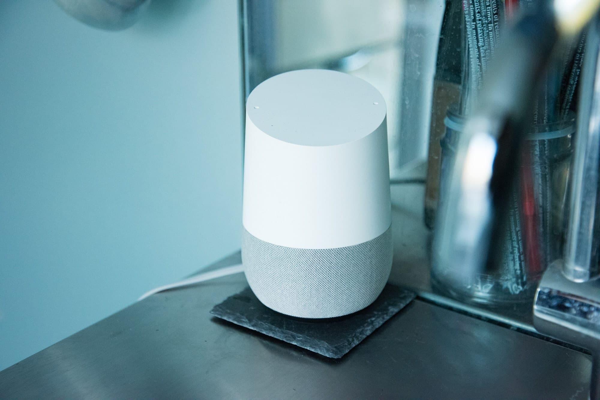 洗面台に置かれたGoogle Home