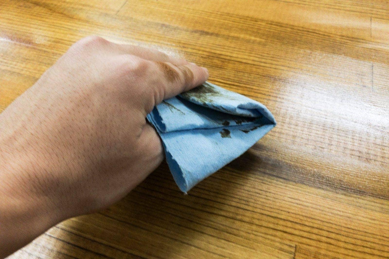 浮き出たオイルは拭き取る