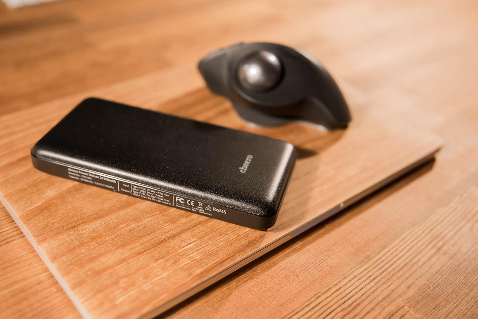 MacBook Proとトラックボール、モバイルバッテリーはどんな場合でも欠かせない
