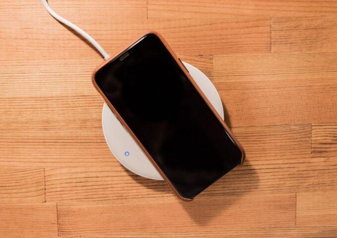 素早く、効率よく。置くだけで充電できる『Anker PowerWave Pad 7.5』レビュー。