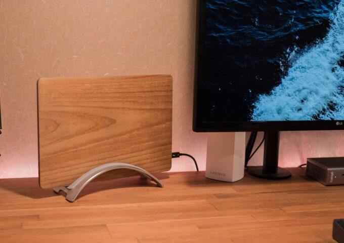 スリムにMacを置ける。アルミ製のPCスタンド『BookArc for MacBook』を購入した