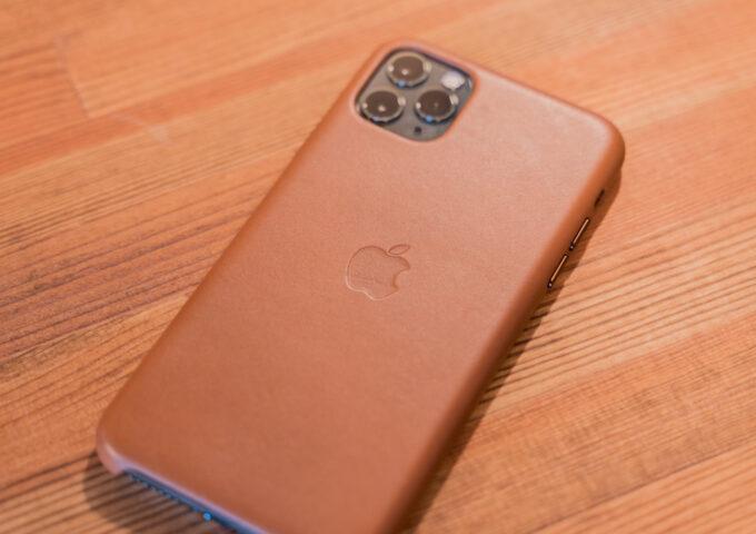1年使うと驚きの変化!上質な質感がたまらないApple純正のiPhoneレザーケースをレビュー