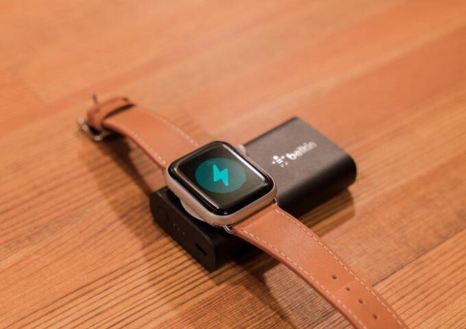旅行の際は必携レベル!Apple Watchを3.5回充電できるBelkinの小型バッテリーが超絶便利