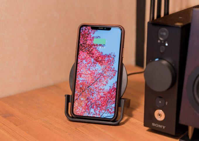 iPhoneをハイスピードでワイヤレス充電できるBelkinのスタンド型充電器をレビュー【PR】
