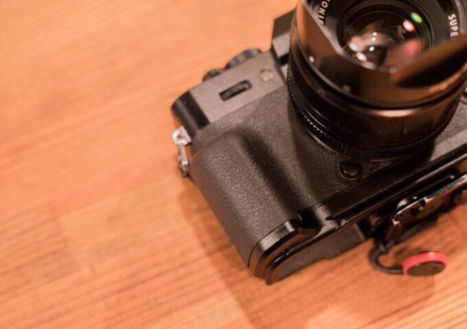 FUJIFILM X-T30用の純正グリップをレビュー!持ち心地が大幅改善&使い勝手も向上