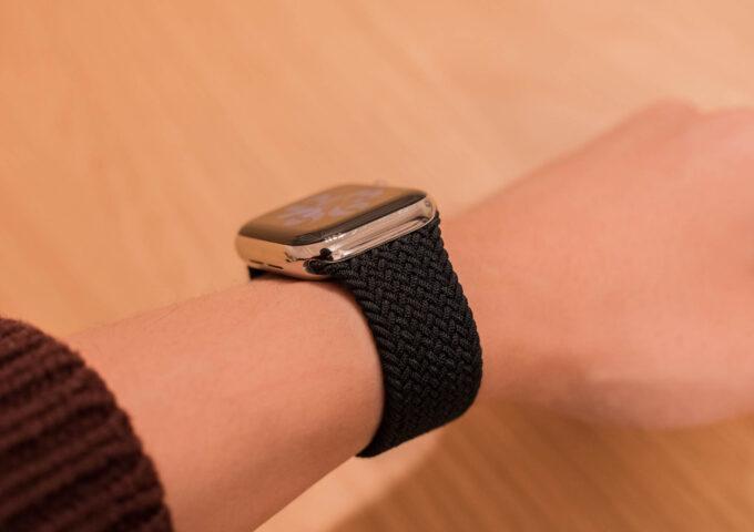 Apple Watch用純正『ブレイデッドソロループ』レビュー。装着感が軽くて長く使えるお気に入りバンド