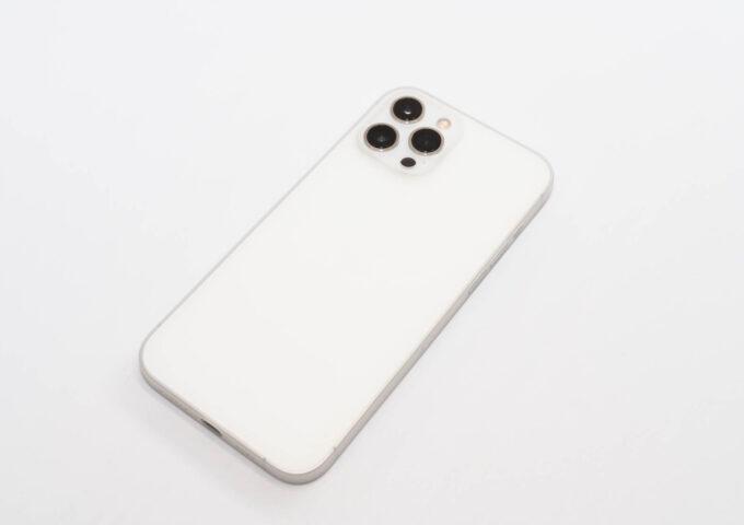 出来る限り薄くiPhoneを保護する、memumiの0.3mmめちゃうすiPhoneケースを買ってみた