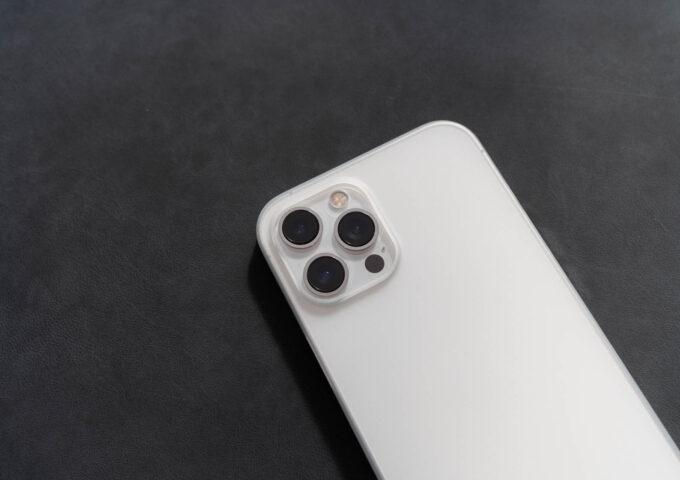 薄さ0.6mm、iPhone 12シリーズにフィットするCASEFINITE『フロストエア』レビュー【PR】
